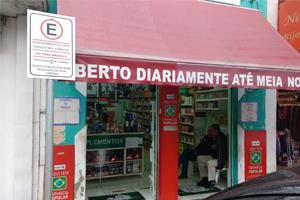 Sem delimitação de vagas, farmácias usam Estacionamento de Curta Duração